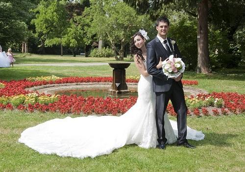 Den stora dagen är en dag att minnas där båda klär sig fint och visar upp er. Bröllopsklänningen var dyr så varför inte uttnyttja varje sak och skriv ut en stor affisch så ni kan minnas dagen ännu mer!